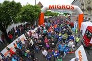 Trotz garstigem Wetter: Start zum Luzerner Stadtlauf. (Bild: Philipp Schmidli / Neue LZ)