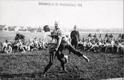 Wettkampf zur Zeit des Ersten Weltkriegs: Soldaten beim Schwingen 1914 in der Schweiz. (Bild: Keystone/Fotostiftung Schweiz)