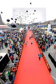 Triumphiert: Marathon-Siegerin Susanne Rüegger (links). (Bild: Dominik Wunderli)