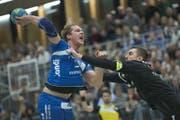 Kampf am Kreis: Peter Schramm vom HC Kriens-Luzern. (Bild: Pius Amrein (Kriens, 28. März 2018))