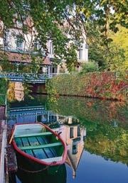 Wie im 19. Jahrhundert – die Brücke über die Sarthe in Saint-Céneri-le-Gérei, das zur Vereinigung «Schönste Dörfer Frankreichs» gehört. Die Häuser wurden aus Steinen der zerstörten Festung gebaut.