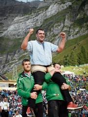 Die Form stimmt: Auf der Schwägalp liess sich Daniel Bösch als Sieger feiern. (Bild: Gian Ehrenzeller/KEY)
