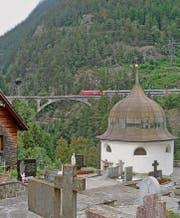 Einmal andersrum: Blick von der Kirche Wassen zur mittleren Meienreussbrücke. (Bild: Karte oas)