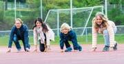 Startbereit für Familienlauf durch die Luzerner Altstadtgassen: Georg und Andrea Schnellmann mit den Kindern Laurin und Noëmi.Bild Roger Grütter
