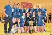 NLB-Meister Volley Luzern mit Korina Perkovac (mit Blumenstrauss). (Bild: Christian Lafargue (Luzern, 24. 3. 2018))
