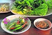 Gemüse und Früchte, geerntet in den Mekong-Auen. (Bild Oskar Keller)