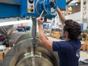 Für die Mem-Branchen (Metall-, Elektro-und Maschinenindustrie) rechnet Bak Basel für das laufende und das nächste Jahr mit einem hohen Wachstum. (Bild: Keystone/GAETAN BALLY)