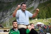 Der St. Galler Daniel Boesch gewinnt den Schlussgang gegen den Berner Thomas Sempach beim traditionellen Schwägalp Schwinget auf der Schwaegalp in Urnaesch. (Bild: Keystone)