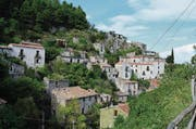 Senerchia ist eines von mehreren tausend verlassenen Dörfchen in Italien. (Bild: PD)