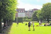 Der Königsgarten ist eine Mischung aus Schlosspark und Tummelplatz für Verliebte und ganz normale Büromenschen. (Bild: Niels Anner)