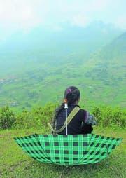 Zwischenstopp in den Hügeln: Trekkingleiterin Chan. (Bild: Anemi Wick)
