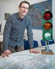 Auch bei der Verkehrssteuerung muss Christian Hasler Prioritäten setzen. (Bild: Ralph Ribi)
