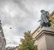 Das Vadian-Denkmal: Es kommt nicht von ungefähr, dass der Reformator als einziger Bürgermeister in der langen Stadtgeschichte mit einem solchen Standbild geehrt wurde. (Bild: Samuel Schalch (18. Oktober 2016))
