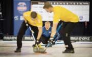 Will seinen Titel im Lerchenfeld verteidigen: Der amtierende Europameister Niklas Edin (hinten) mit seinem Team Schweden. (Bild: Benjamin Manser)