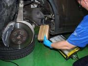27 Kilogramm Kokain waren in der Türschwelle dieses Porsche Cayennes versteckt. (Bild: PD/Grenzwachtregion III)