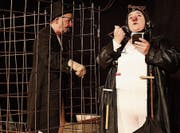 Ueli Bichsel und Silvana Gargiulo bauen sich ein Gefängnis, um frei zu sein. (Bild: Yvonne Aldrovandi-Schläpfer)