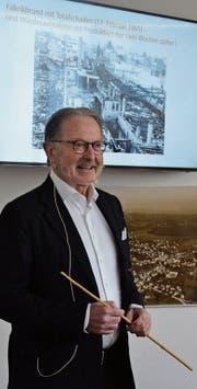 Unternehmer Hermann Hess erzählt im Ortsmuseum aus seiner Familien- und Firmengeschichte. (Bild: Sara Carracedo)