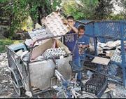 «Die Ärmsten sind die einzigen, die Abfall trennen und wiederverwerten»: Roma-Kinder in Belgrad. (Bild: Aus «Das Papier der Anderen»)