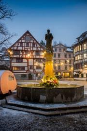 Der Lichtstreifen am Gallusbrunnen ist nicht das, was sich die Gewerbler vorgestellt haben. (Bild: Urs Bucher)