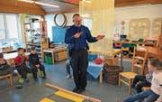Quartierpolizist Paul Widrig berichtet auf seinem Blog auch vom Besuch im Kindergarten am Achslenweg. (Bild: Stapo)