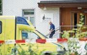 Die Polizei am Tatort nach den tödlichen Schüssen in der El-Hidaje-Moschee in St. Gallen-Winkeln. (Bild: Coralie Wenger (22. August 2014))