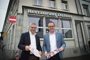 Josef Zweifel (links) und Reto Preisig von der Bauerei Schützengarten stellten im November 2017 das Projekt fürs «Dufour» vor: Für rund fünf Millionen Franken wird das Restaurant an der Bahnhofstrasse in eine Brasserie umgebaut. (Bild: Ralph Ribi)