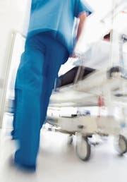 Heimatschutz für öffentliche Spitäler: Die St.Galler FDP befürwortet den Aufbau einer eigenen Herzchirurgie. (Bild: Getty)