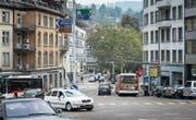Verkehrsknotenpunkt Blumenbergplatz: Autos und VBSG-Busse müssen aneinander vorbeikommen. (Bild: Michel Canonica (23. September 2017))