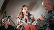Melanie Russo im Duett mit dem Saxophonisten Berti Lampert. (Bild: Michel Canonica)
