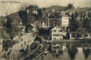 Mühleggbahn historisch 2: Der Mühleggweier und links davon die alte Bergstation der Mühleggbahn. Sie wurde Anfang der 1950er-Jahre durch den heutigen Backsteinbau ersetzt. (Bild: Sammlung Peter Uhler - 1910)