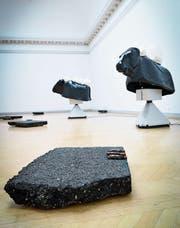 Nina Beiers Arbeit «Mars» zeigt auf: Ohne Asphalt gäbe es keine globalen Warenströme. (Bild: Ralph Ribi)