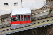 Die derzeitige Kabine des Mühleggbähnchens auf dem Abschnitt zwischen Talstation und Tunnel. (Bild: Reto Voneschen - 8. Januar 2018)