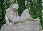 An die tragischen Ereignisse des Jahres 1918, das in vielerlei Hinsicht ein Wendepunkt der St. Galler Stadtgeschichte war, erinnert auch das Soldatendenkmal im Kantonsschulpark. (Bild: Reto Voneschen (3. Juli 2010))