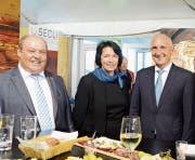 Messeleiter Paul Schlegel (links) und seine Wiga-Familie, namentlich FDP Kantonsrätin Katrin Frick.