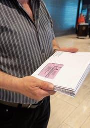 Im Kanton St. Gallen wird die Sicherheit von Papierunterlagen für Wahlen und Abstimmungen diskutiert. (Bild: Hanspeter Schiess)