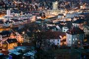 Sicht von der Hochwachtstrasse auf die beleuchtete St.Galler Innenstadt. (Bild: Urs Jaudas - 31. Dezember 2012)
