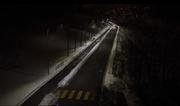 ..kommt die Strasse entlang gefahren... (Bild: Comlight)