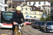 Die Stadt St.Gallen setzt vor allem auf den Öffentlichen sowie auf den Fuss- und Veloverkehr. Die Initianten der Mobilitätsinitiative wollen auch den motorisierten Individualverkehr mehr fördern. (Bild: Urs Jaudas/Archiv)