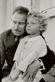 Paul Ilg und Sohn Kaspar 1926 in Uttwil. (Bild: Aus dem Buch «Das Menschlein Matthias»)