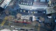 Der Marktplatz heute. Im Zuge der Umgestaltung sollen sicher die Autoparkplätze aufgehoben werden. Was sonst mit dem Platz geschieht, ist nach der Neulancierung des Umgestaltungsprojektes noch vollständig offen. (Bild: Michel Canonica und Benjamin Manser - 2. Februar 2017)