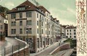 Die Verzweigung Wassergasse und Haldenstrasse mit den Häusern Haldenstrasse 1 und 5. Der Bau ist modernen Nachtschwärmern bestens bekannt: Im ehemaligen Geschäftshaus ist heute die Bar El Miguel untergebracht. Ansichtskarte vor 1904. (Bild: Sammlung Reto Voneschen)