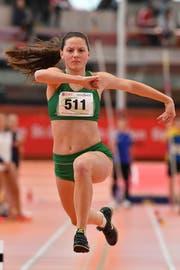 Dreispringerin Alina Tobler nahm bei den Nachwuchs-Schweizer-Meisterschaften am Wochenende in St.Gallen der Zweitplatzierten über einen Meter ab. (Bild: Urs Siegwart)