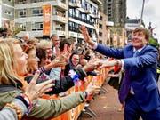 """König Willem-Alexander feierte in Groningen gemeinsam mit seiner Familie und zehntausenden Bürgern den traditionellen """"koningsdag"""". (Bild: KEYSTONE/EPA ANP POOL/ROBIN UTRECHT / POOL)"""