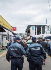 Hat nach 17 Jahren bald ausgedient: die Uniform der Stadtpolizei. (Bild: Urs Bucher (11. Oktober 2015))