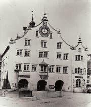 Eine Nahaufnahme des Rathauses nach dem Abbruch des Ira-Tors um 1866. (Bild: Stadtarchiv der Ortsbürgergemeinde SG)
