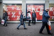 Das St.Galler Stadtzentrum ist nicht nur in Zeiten des Ausverkaufs ein Publikumsmagnet. Damit das so bleibt, verlangen Politiker in Vorstössen eine Situationsanalyse und konkrete Massnahmen gegen das Ladensterben. (Bild: Benjamin Manser)