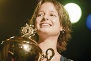 Eine Frühberufene: 2006 gewinnt Lara Stoll in St. Gallen die Schweizer Meisterschaft im U20 Poetry Slam. (Bilder: Hannes Thalmann)