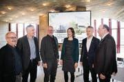 6 aus 10: ein Teil der Co-Präsidenten des Pro-Komitees – Peter Hartmann (SP), Andreas Widmer (CVP), Thomas Schwager (Grüne), Sonja Lüthi (GLP), Daniel Bertoldo (EVP), Beat Tinner (FDP). (Bild: Ralph Ribi)