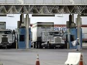 Der Lastwagen mit den Migraten an Bord hatte laut einem TV-Bericht die Grenze zu den USA zum Ziel. (Symbolbild) (Bild: KEYSTONE/AP/LENNY IGNELZI)