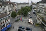 Der Marktplatz heute: Der Blick vom Union-Gebäude aus über Blumenmarkt und ständigen Markt in Richtung Bohl im Früherbst 2005. (Bild: Ralph Ribi)